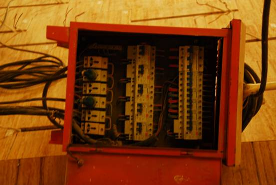 三级配电箱接线图;